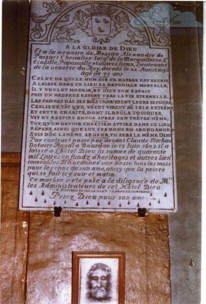 dans-la-chapelle-de-la-maison-de-retraite-de-dourdan-plaque-du-donateur-alexandre-de-passart